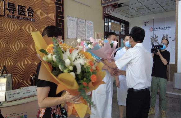 标题:区委领导看望慰问区中医医院医务工作者